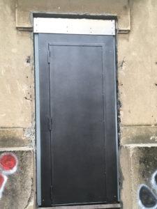 Porte extérieure métallique